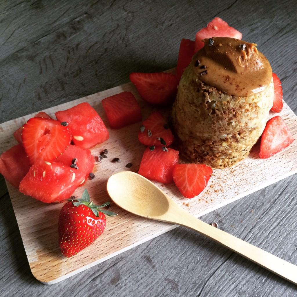 Mugcake met vers fruit